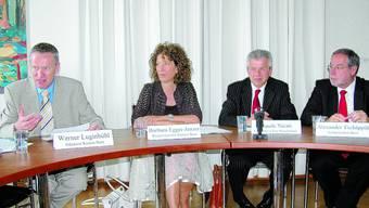 Verärgert: Die Regierungsräte Barbara Egger (SP), Claude Nicati (NE/FDP), Ständerat Werner Luginbühl (l./BDP) und Stadtpräsident Alexander Tschäppät (r./SP).