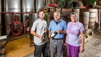 Vater Paul Steimer (Mitte) unterstützt seinen Sohn Christian (l.) und seine Frau Doris weiterhin.