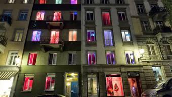 Prostituierte bieten sich an im Niederdorf.