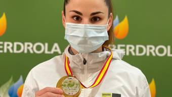 Elena Quirici mit der Goldmedaille für ihren Sieg in Spanien.