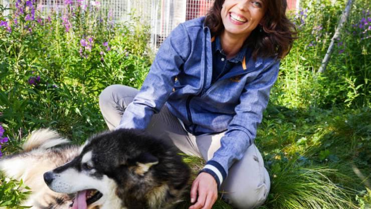 Zuhause läuft es für sie meistens wie am Schnürchen: Auf ihren Berufsreisen lernt Moderatorin Mona Vetsch jedoch, wie unberechenbar das Leben sein kann. (SRF)