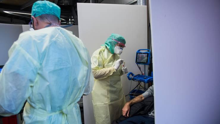 Die Zahl der Neuansteckungen mit dem Corona-Virus steigt auch in der Schweiz an.