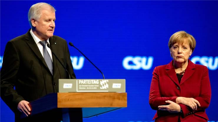 Seehofer und Merkel in München. Key