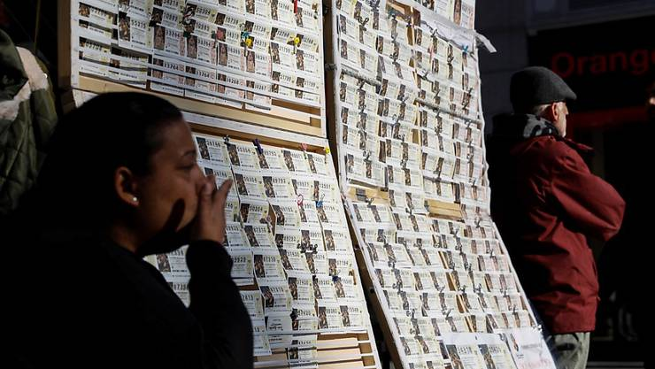 Verkäuferin von Lotterie-Losen in Madrid (Archiv)