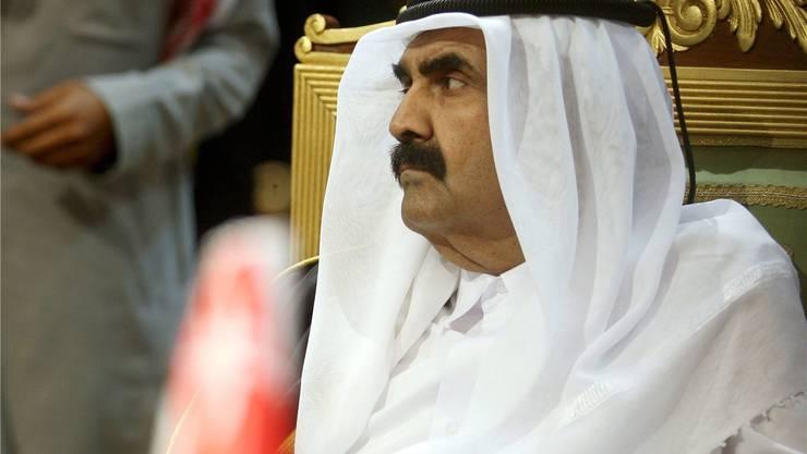 Katars alt Emir Hamad bin Khalifa al-Thani hatte sich das Bein gebrochen. Key