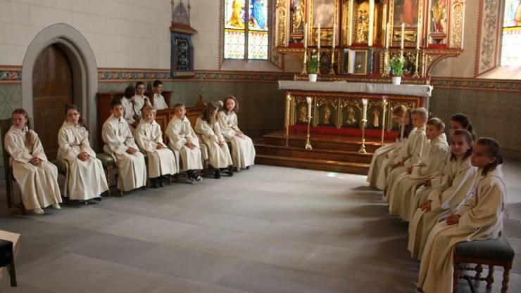 14 neue Ministranten bei ihrem ersten Einsatz für die Pfarrei Merenschwand/Benzenschwil
