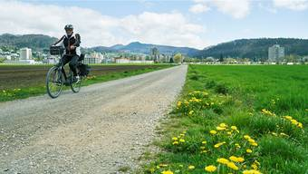 Dieser Feldweg im Siggenthal soll Teil der Velovorzugsroute werden. Das Naherholungsgebiet müsse geschützt werden, verlangt Einwohnerrat Peter Marten.