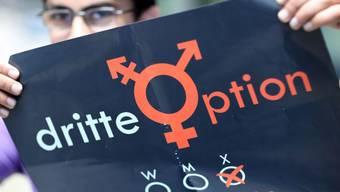 Intersexuelle Menschen sollen neben männlich und weiblich eine dritte Option wählen können. Die deutsche Regierung hat ein entsprechendes Gesetz auf den Weg gebracht. (Archivbild)