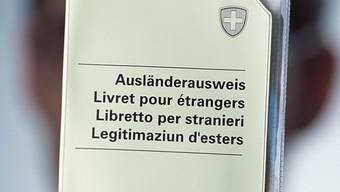 Im Ausländerausweis steht, wie lange die Niederlassungsbewilligung gilt.