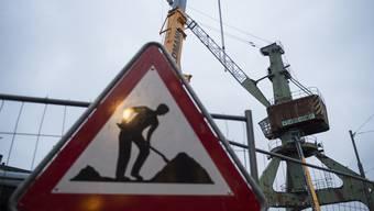 Die Abbauarbeiten für den Zürcher Hafenkran haben begonnen