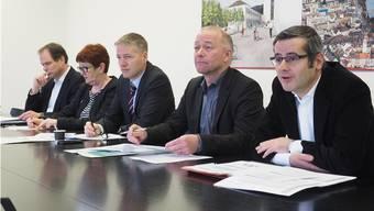 Wenigstens nicht zurückgewiesen: Das Budget 2015 des Stadtrates (vl. Peter Schafer, Iris Schelbert, Thomas Marbet, Martin Wey und Benvenuto Savoldelli) wurde behandelt.