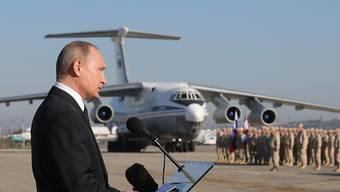 Der russische Präsident Wladimir Putin besuchte im Dezember 2017 den russischen Stützpunkt Humaimim bei Latakia an der syrischen Mittelmeerküste.