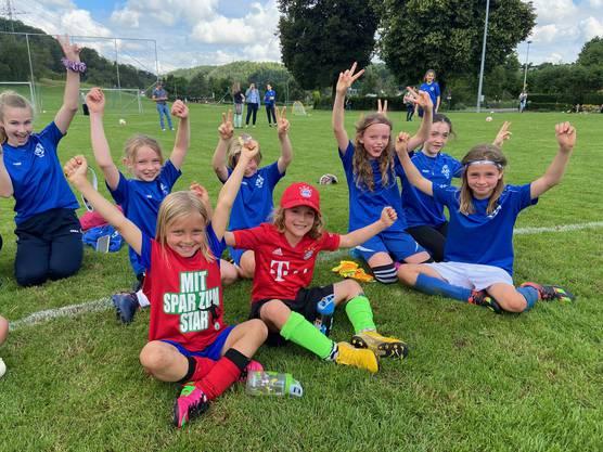 Spass am Fussball haben offensichtlich auch Birmensdorfs C-Juniorinnen.