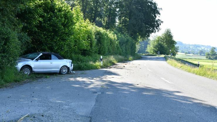 Zufikon AG, 31. Mai: Ein Neulenker verlor die Herrschaft über seinen Wagen. Dieser überschlug sich und prallte gegen eine Böschung. Die beiden jungen Insassen blieben unverletzt.