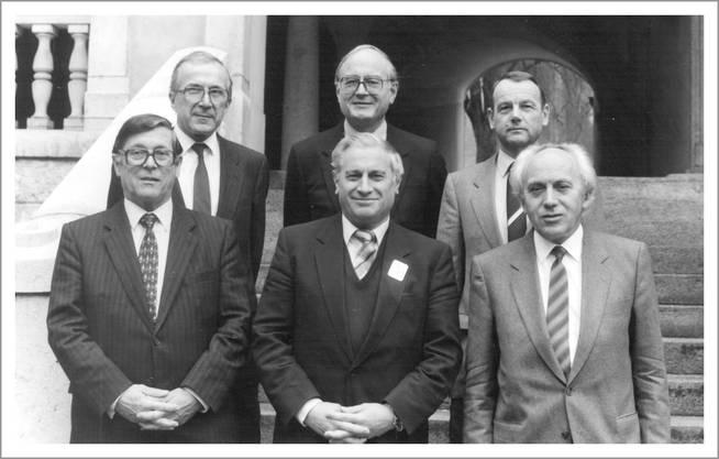 Die Solothurner Exekutive im Jahr 1985 mit den Regierungsräten (v. l.) Rudolf Bachmann, Alfred Rötheli, Fritz Schneider (vorne), Max Egger, Walter Bürgi und Gottfried Wyss. Einzelne von ihnen wurden für die Erarbeitung der Kantonsgeschichte interviewt.  Archiv