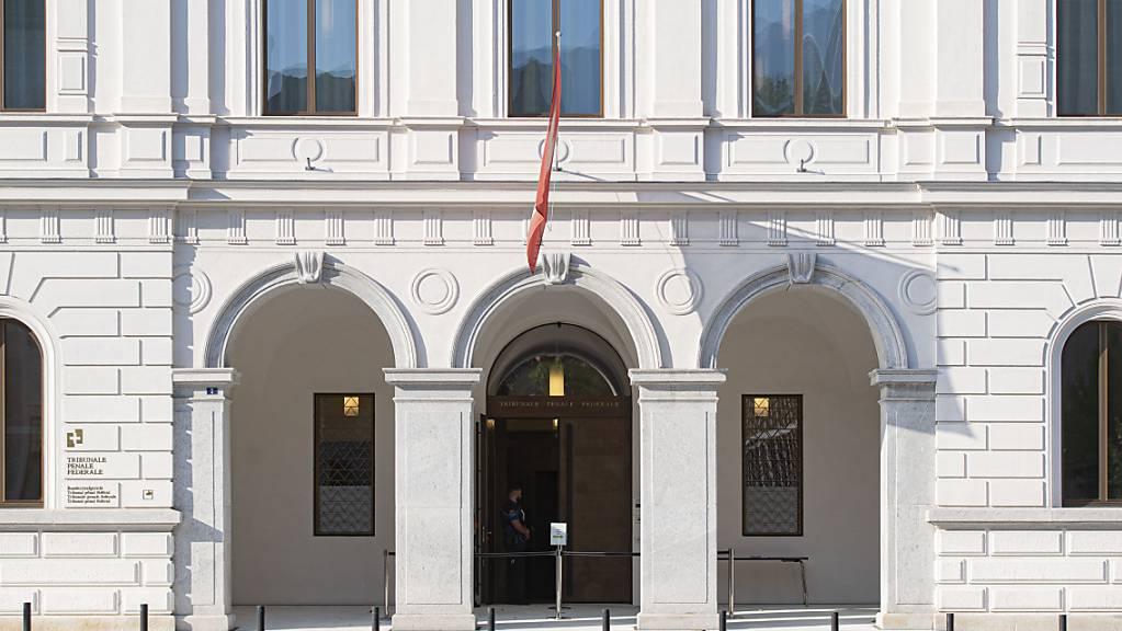 Die Beschwerdekammer des Bundesstrafgerichts hat die Beschwerde eines Waffenhändlers abgewiesen. (Archivbild)