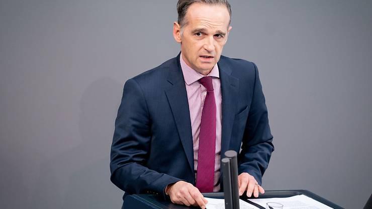 Heiko Maas (SPD), Außenminister, spricht während der 177. Sitzung des Bundestags zu den Abgeordneten. Foto: Kay Nietfeld/dpa