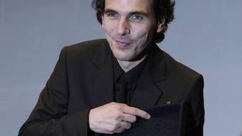 Der belgische Regisseur Olias Barco freut sich über den Preis