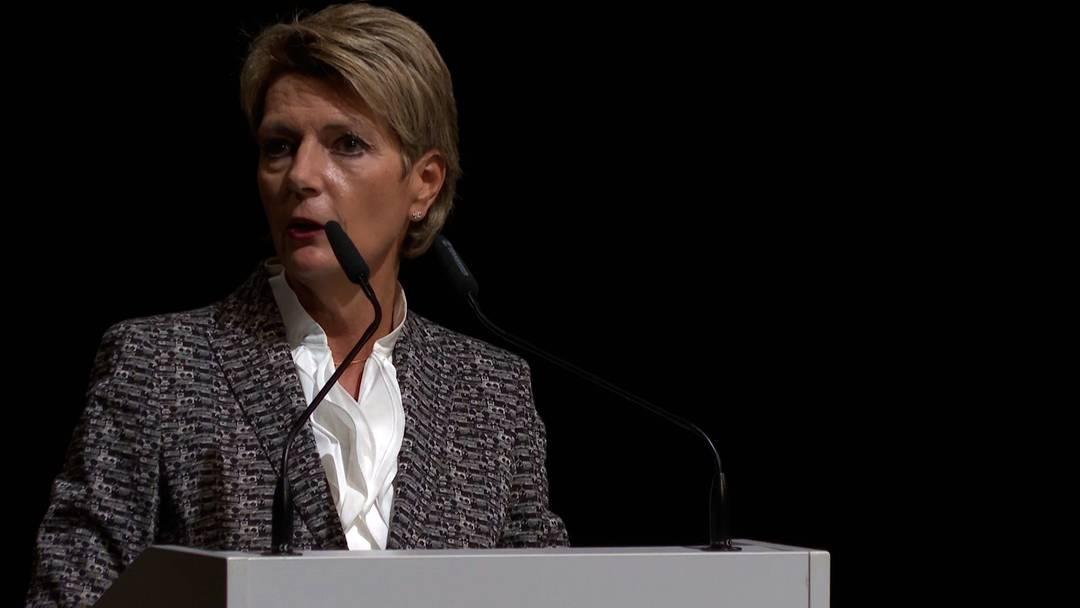 """""""Mit Herz und Verstand ein Nein"""": Bundesrätin Karin Keller-Sutter sprach in Olten über die Konzernverantwortungs-Initiative"""