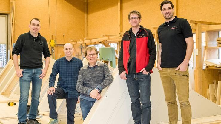 Preisgekrönt: Christoph Gasser (von links), Daniel Ritter, Patron Rolf Gasser, Marc Buess und Bernhard Thommen.