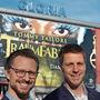 Intendant Jochen Frank Schmidt (rechts) und Geschäftsführer Alexander Dieterle vor dem Gloria-Theater.