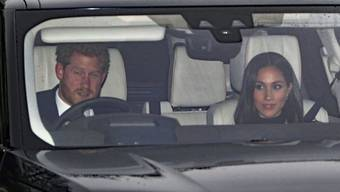 Prinz Harry und seine Verlobte Meghan Markle treffen beim vorweihnachtlichen Lunch von Oma Elizabeth ein.
