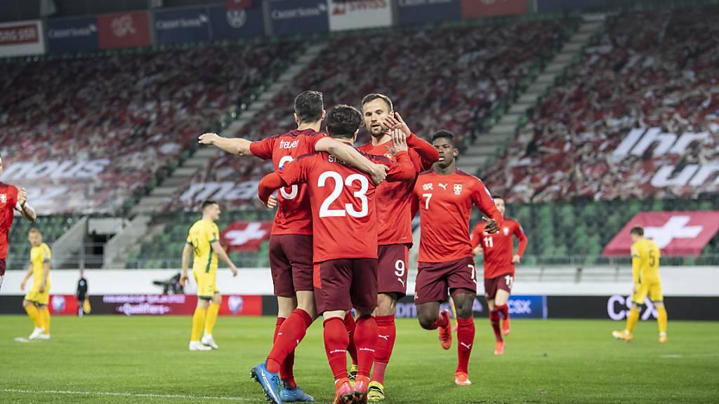 Schweizer Nationalmannschaft müht sich zu einem Pflichtsieg