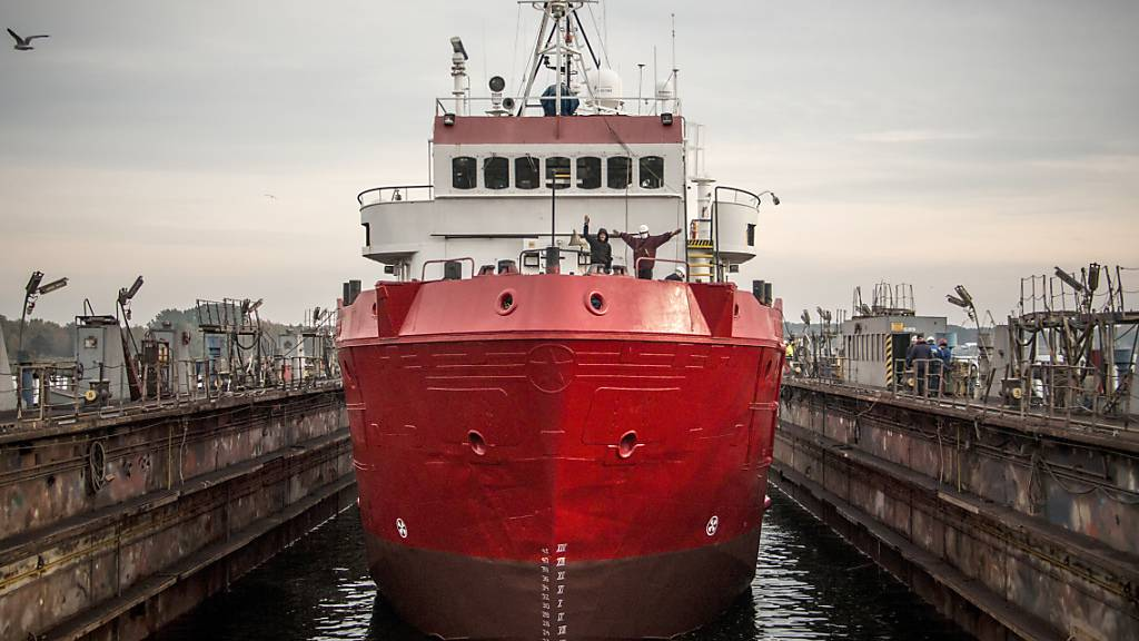 Migration über Mittelmeer - Seenotretter Sea-Eye mit weiterem Schiff