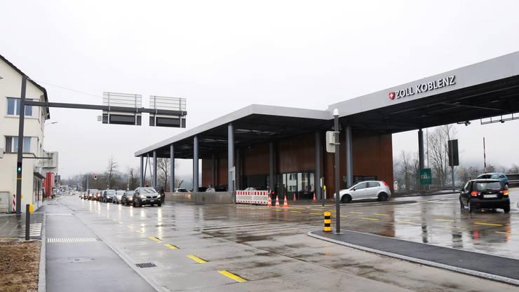 Noch kein Stau, flüssiger Verkehr: Grenzübergang Koblenz am Tag zwei nach dem Euromindestkurs-Aus.