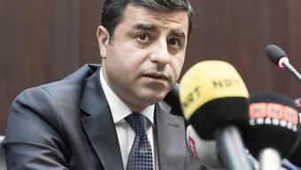 Selahattin Demirtas, ehemaliger Vorsitzender der pro-kurdischen Oppositionspartei HDP, war im November 2016 unter Terrorvorwürfen verhaftet worden. Der Europäischen Gerichtshofs für Menschenrechte verlangte seine Freilassung (Archivbild)