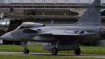 Ein Kampfflugzeug Gripen C auf dem Flugplatz Emmen (Archivbild).