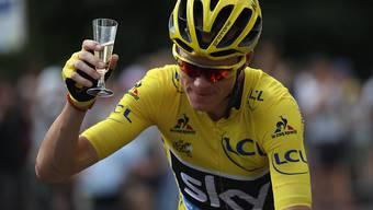 Gesamtsieger Chris Froome lässt sich auf der letzten Tour-de-France-Etappe feiern