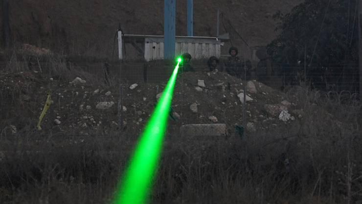 In der Stadt Zürich wurde ein Polizist im Auto auf Patrouillenfahrt von einem Laser geblendet. (Symbolbild)