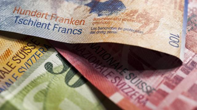 Schweizer Banknoten - beliebte Mehrwertsteuer bei den Politikern(Symbolbild)