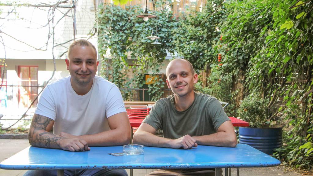 Samir Zjakic, Gründer des Vereins Latzhose und Björn Sauter vom Schwarzen Engel.