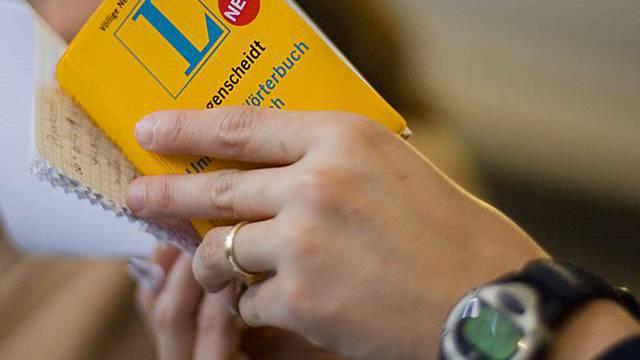 Der Gegenvorschlag will im ersten Jahr gratis Deutschkurse anbieten.