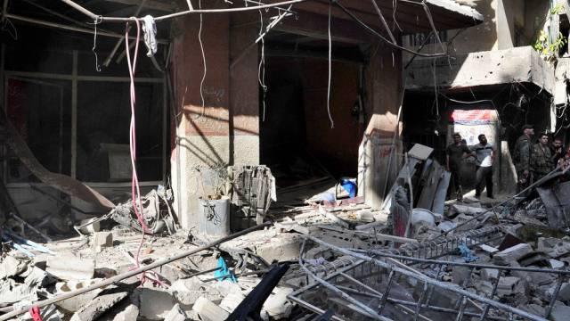 Zerstörung in Syrien nach einem Autobombenanschlag (Archiv)