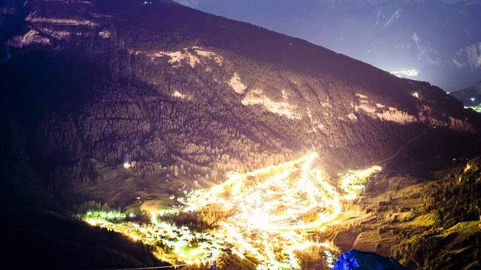 Wandernde Annäherung an den Walliser Badeort: Blick vom Gemmipass nach Leukerbad, wo zum 21. Mal das internationale Literaturfestival stattfand.