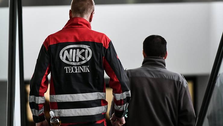 Alle Mitarbeiter der insolventen österreichischen Fluggesellschaft Niki sollen ein Job-Angebot erhalten. Dies verspricht der ehemalige Rennfahrer Niki Lauda, der die Airline einst gegründet hatte und sie nun wieder zurückkaufen will. (Archivbild)