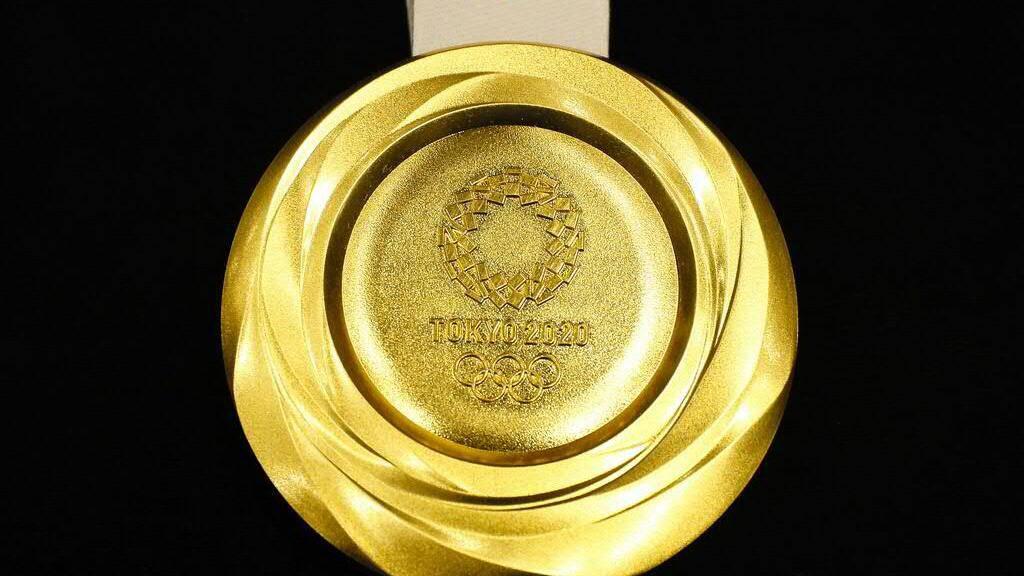 556 Gramm wiegt die Goldmedaille, die den Olympiasiegerinnen und -siegern von «Tokyo 2020» umgehängt wird. (Symbolbild)