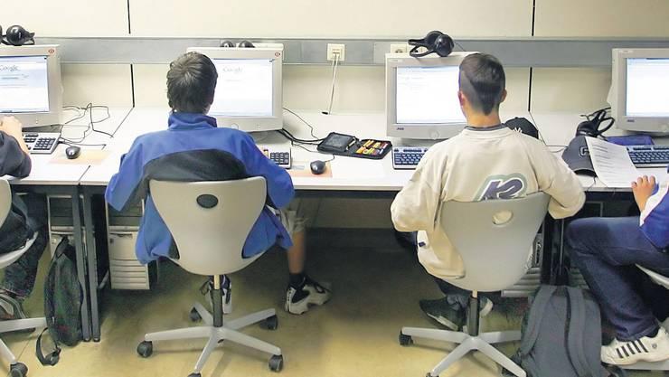 Jetzt werden die Schulcomputer in Hochdorf anonym mit Cyber-Razzien überwacht.