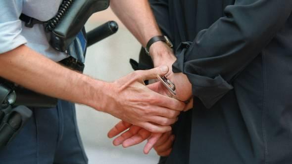 Die Polizei konnte das verdächtige Fahrzeug anhalten und die drei Männer in Haft nehmen. (Symbolbild)