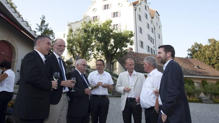 Empfang auf Schloss Wildegg: Alex Hürzeler, Jean-Frédéric Jauslin, Lieni Füglistaller, Urs Hofmann, Thomas Pauli-Gabi, Markus Zemp, Peter Grünenfelder.