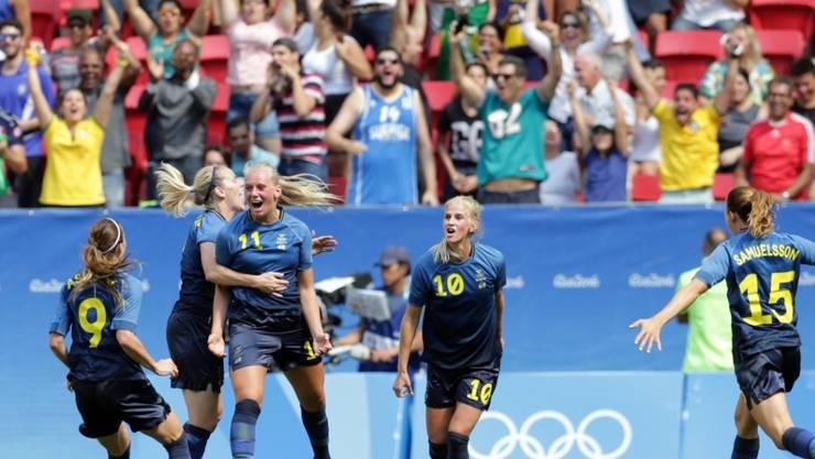 Schwedens Stina Blackstenius (Nummer 11) jubelt nach ihrem Tor gegen die USA