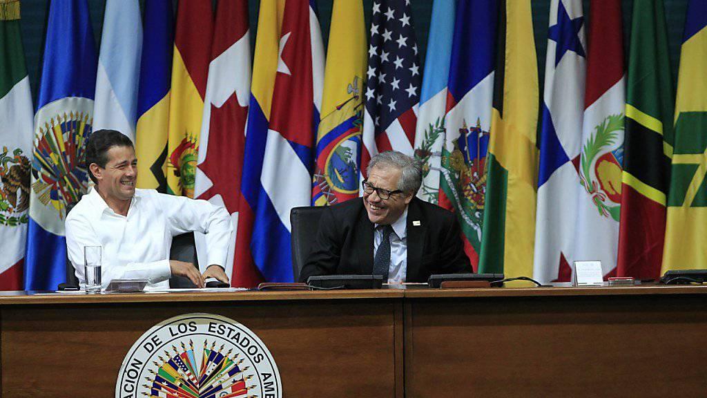 Gute Miene: Mexikos Präsident Enrique Peña Nieto (links) und OAS-Generalsekretär Luis Almagro bei der Eröffnung der OAS-Vollversammlung.
