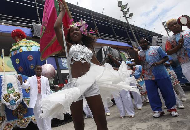 Tanzen im Sambadrom in Rio de Janeiro