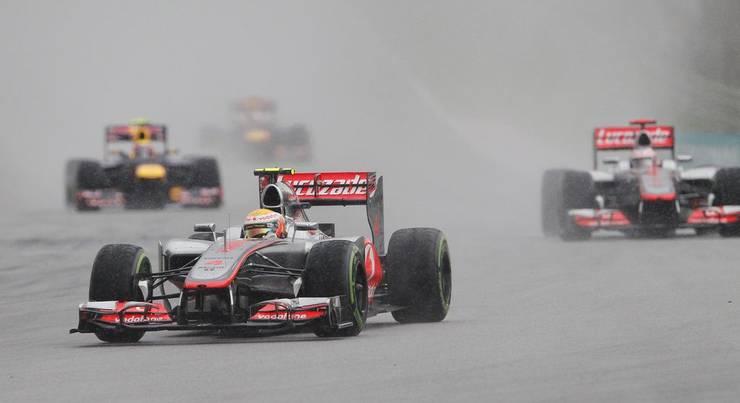 Zu Beginn des Rennens lag Hamilton vor Teamkollege Button