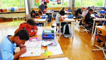 Stille Arbeit: Einzel- oder auch Gruppenarbeiten gehören gerade auch in integrativ geführten Klassen zum Schulalltag – wie hier im Schulhaus Brühl in Solothurn.