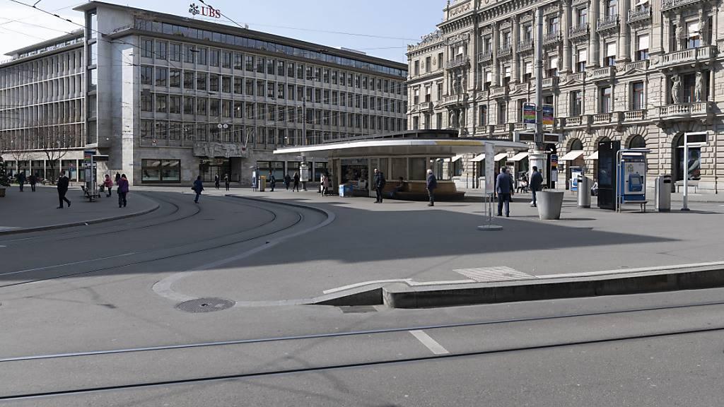 Das Zentrum des Schweizer Finanzplatzes, der Zürcher Paradeplatz (Archivbild).