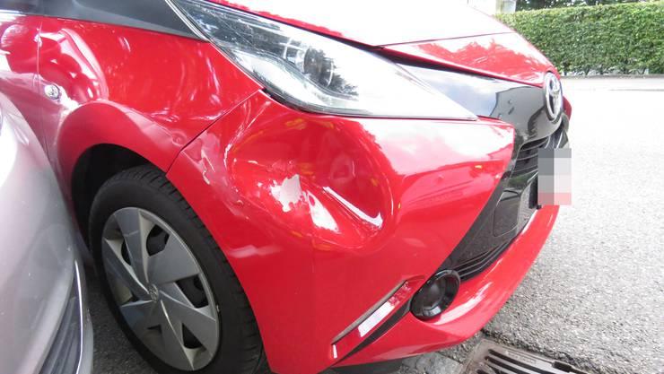 Die Fahrerin hantierte mit dem Handy und verursachte einen Auffahrunfall.